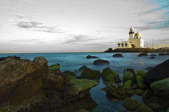 مسجد على ساحل البحر الأحمر في جدة إحدى وجهاتنا في السعودية Beautiful Places To Travel Beautiful Places Favorite Places
