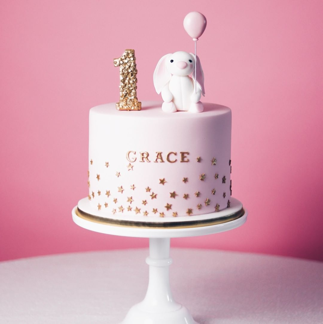 How cute is this cake for Grace's 1st birthday! The sweet