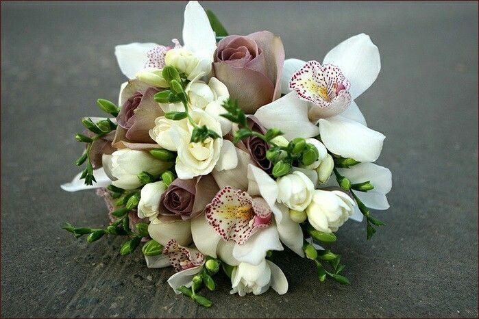Букеты, букет невесты маленький с орхидеями и розами фото