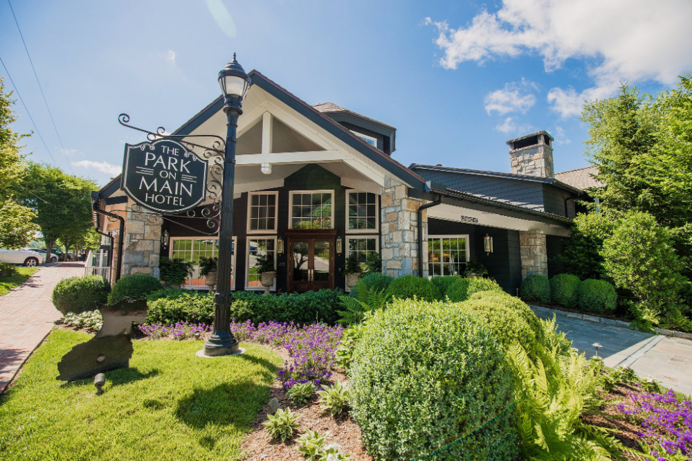 Pet Friendly Hotel in Highlands, NC The Park on Main