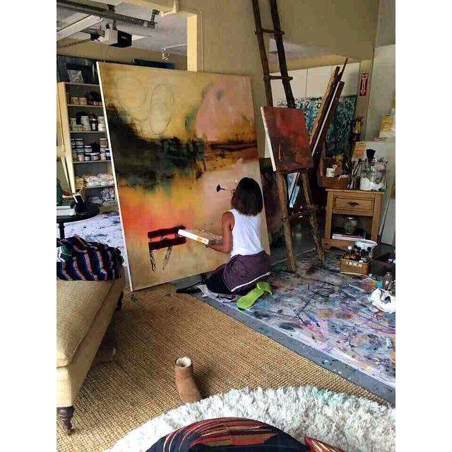 "Gefällt 1,435 Mal, 29 Kommentare - PARIS   Curator @CharcoalAlley (@art_for_breakfast) auf Instagram: ""Jada Pinkett Smith spends every Saturday painting in her art studio. #artist #jadapinkettsmith…"""