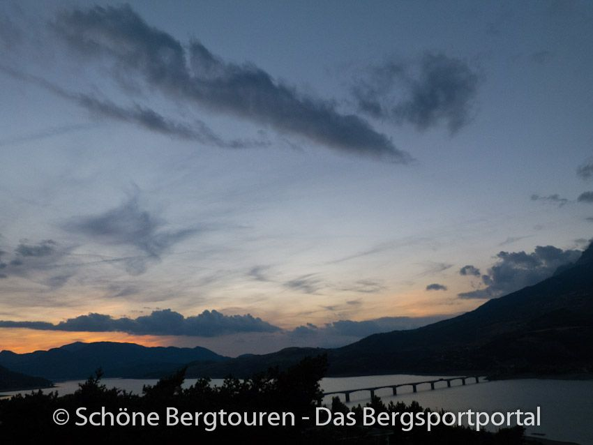 Morgendämmerung über den Lac de Serre-Poncon, Hautes-Alpes, Frankreich - Foto: Mario Hübner