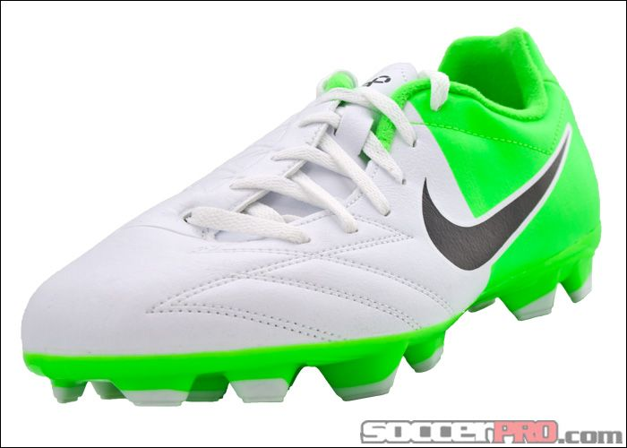 Very Easy Returns on the Nike Youth Shoot IV. View our selection of Youth  Soccer Shoes today.