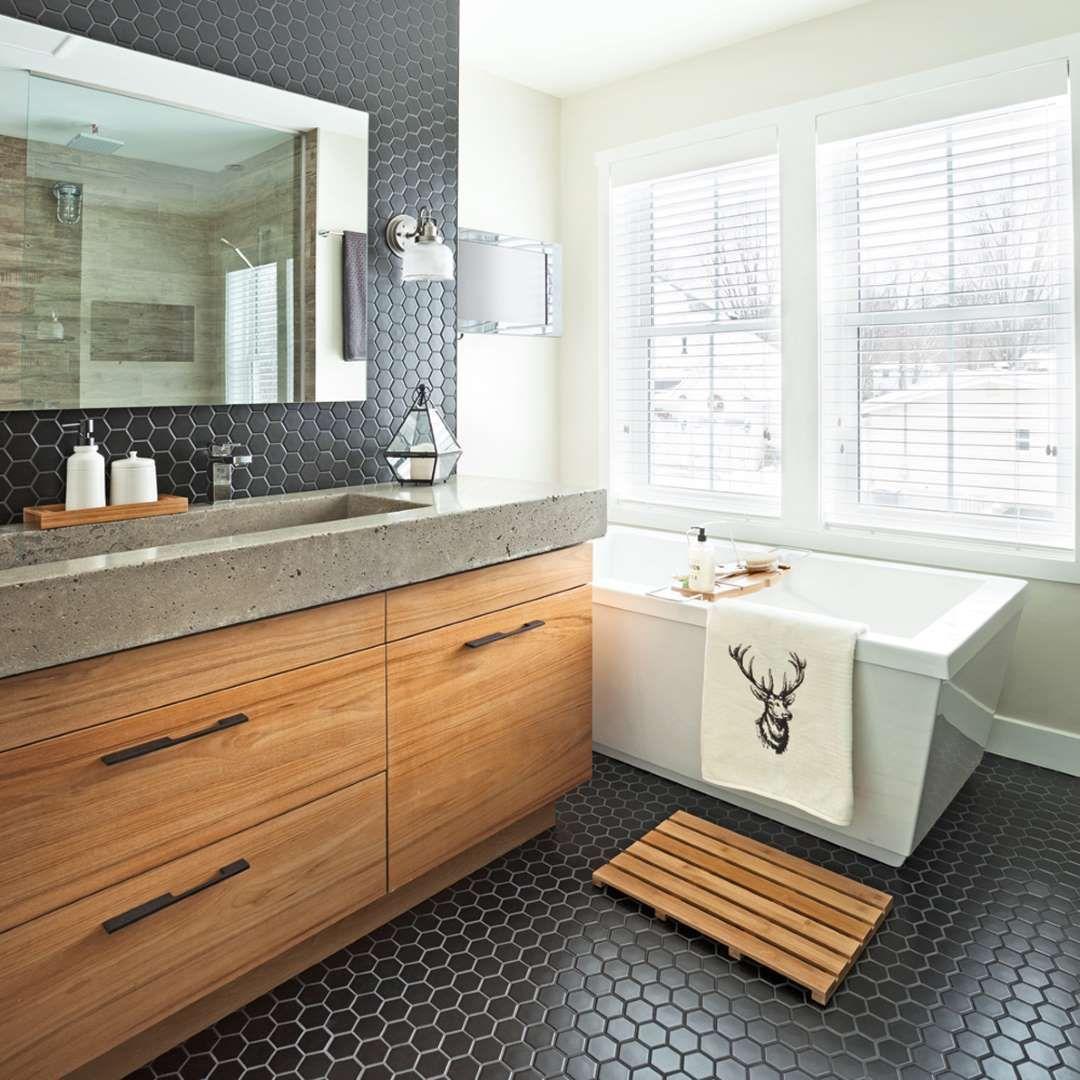 Dans la salle de bain principale un magnifique vier - Double evier salle de bain ...
