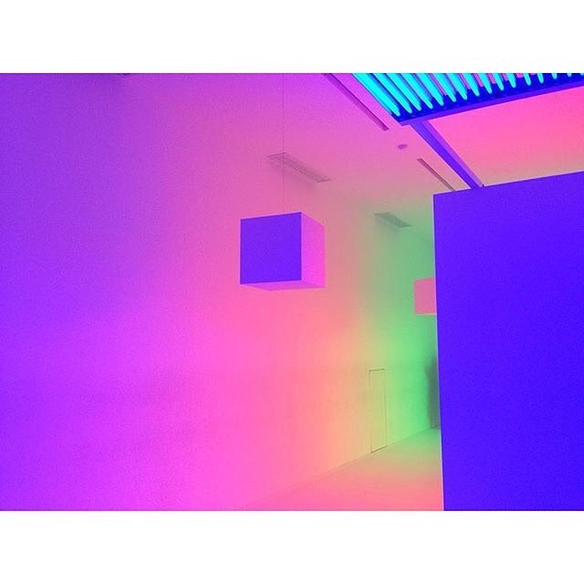 Vaporwave Room: #9lightsin9rooms Regram : @allurekorea # ...
