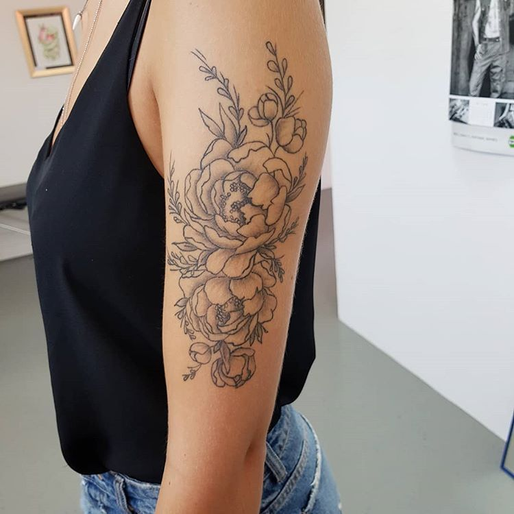 #tattoo #tattoolove #inklover #knockouttattoo #kösching #vegan #vegantattoo #blackandgrey #flowertattoo #tinytattoo #girlwithink #girlytattoo #besttattoo #tattoostyle #lifestyle #nicoleschmidtpeter #inkedandfit #inkedandsexy #tattoomodel #inkmagazine   Artist: @knockouttattoo