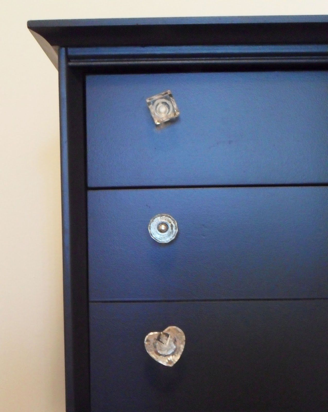 Dresser Re-do with Mismatched Knobs! by @Monica // mon makes things