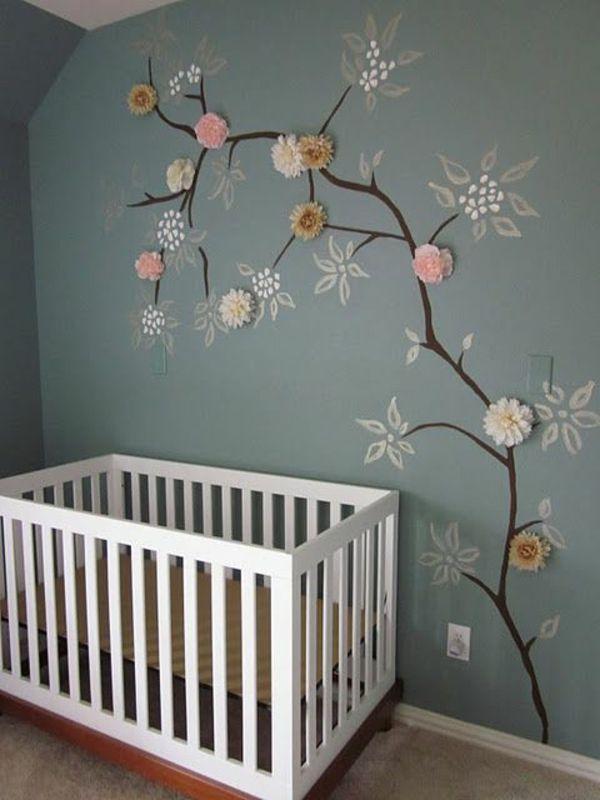 Bemalte Wand Mit Einem Baum Und Geklebten Blumen Kinder