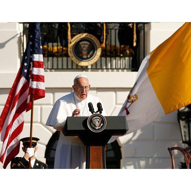 Pope Francis speaks during a ceremony with U.S. President Barack Obama on the South Lawn of the White House in Washington Sept. 23. (CNS photo/Paul Haring) #PopeFrancis #PopeinUS #PopeinDC