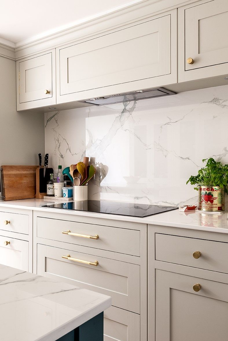 See More Photos, Design Details & Client Quotes From This Gorgeous Off White Kitchen In Holland Park