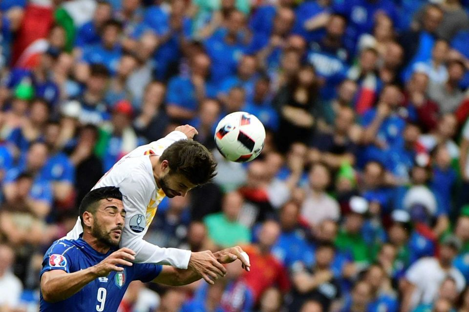 Italy's forward Pelle (L) and Spain's defender Gerard Pique vie for the ball during the Euro 2016 round of 16 match between Italy and Spain at the Stade de France stadium in Saint-Denis, near Paris, on June 27, 2016.