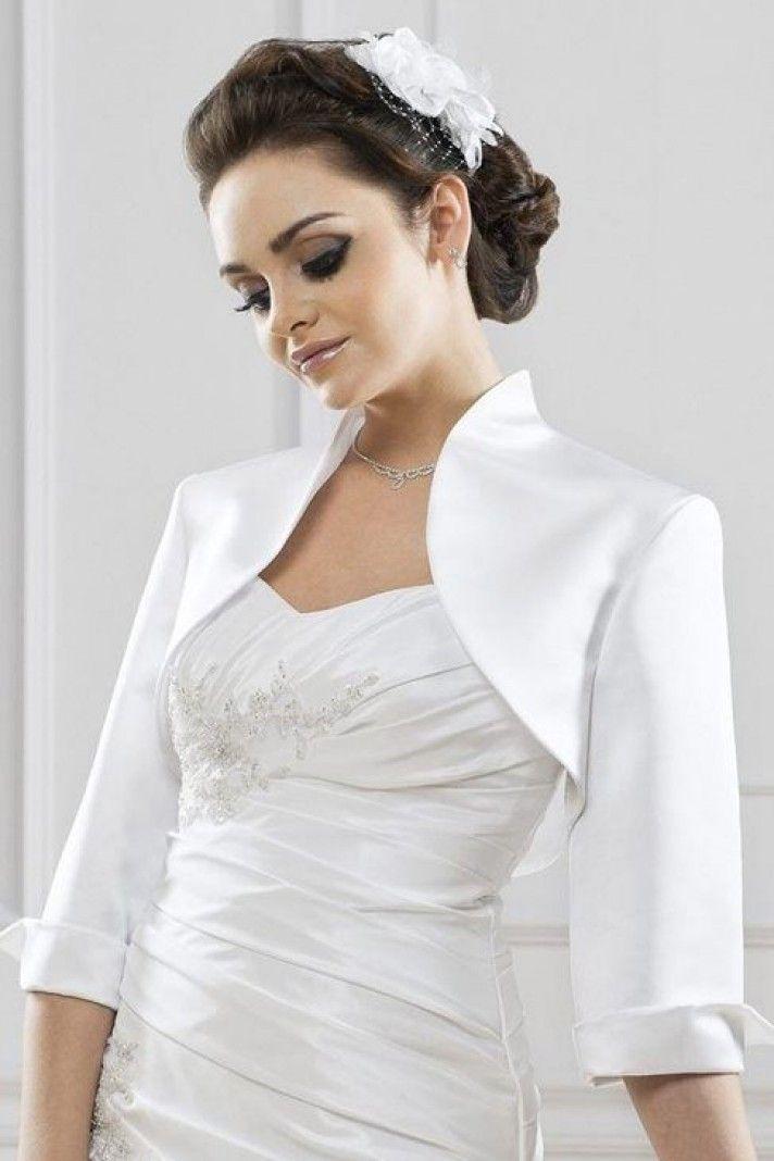 0eb90cd870 Chaqueta para novia moderda en satin con mangas 3 4