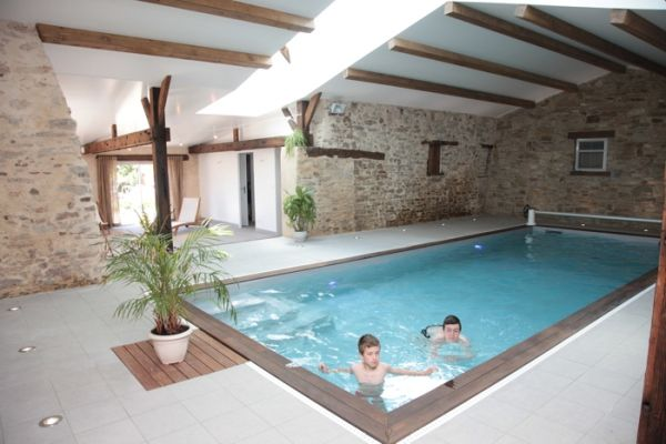 Gite pour les groupes avec piscine intérieure chauffée et ouverte
