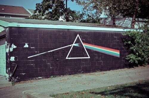 Pink Floyd - Dark Side of the Moon made in the wall...