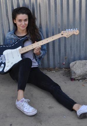 Meg Myers - Fender - 11_2.jpg (297×427)
