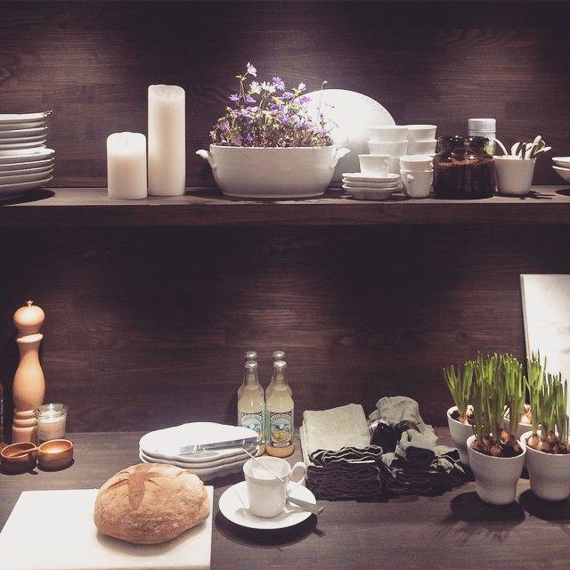 """.... Jeg ville EEEEEEELSKE hvis mit """"køkken"""" så sådan ud  #hvidhalvblonde #whiteflutedhalflace #elements #whiteelements #louiseroe #skjalmp #peugeot #smartlights #linum #broste #royalcopenhagen #conceptstore #danskdesign #danishdesign"""