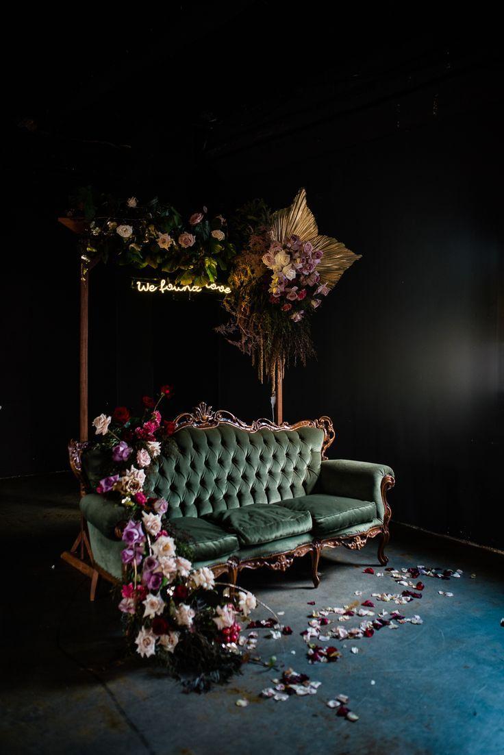 Moderne Braut, die schwermütige Farben und Fotografie verwendet. launisch Hochzeit blüht, nicht …   – S I R.    #blüht #Braut #die #FARBEN #Fotog…