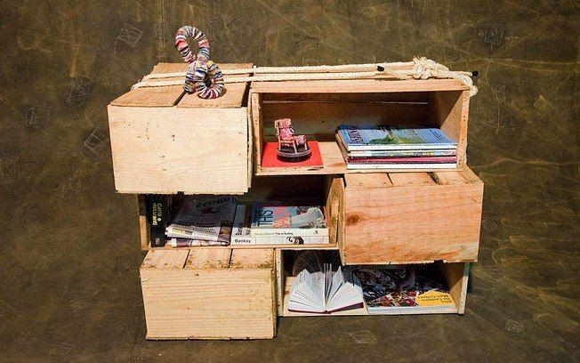É possível prender várias caixas de feira com uma corda e formar um novo móvel na decoração. Foto: Alexandre Carvalho / Fotoarena