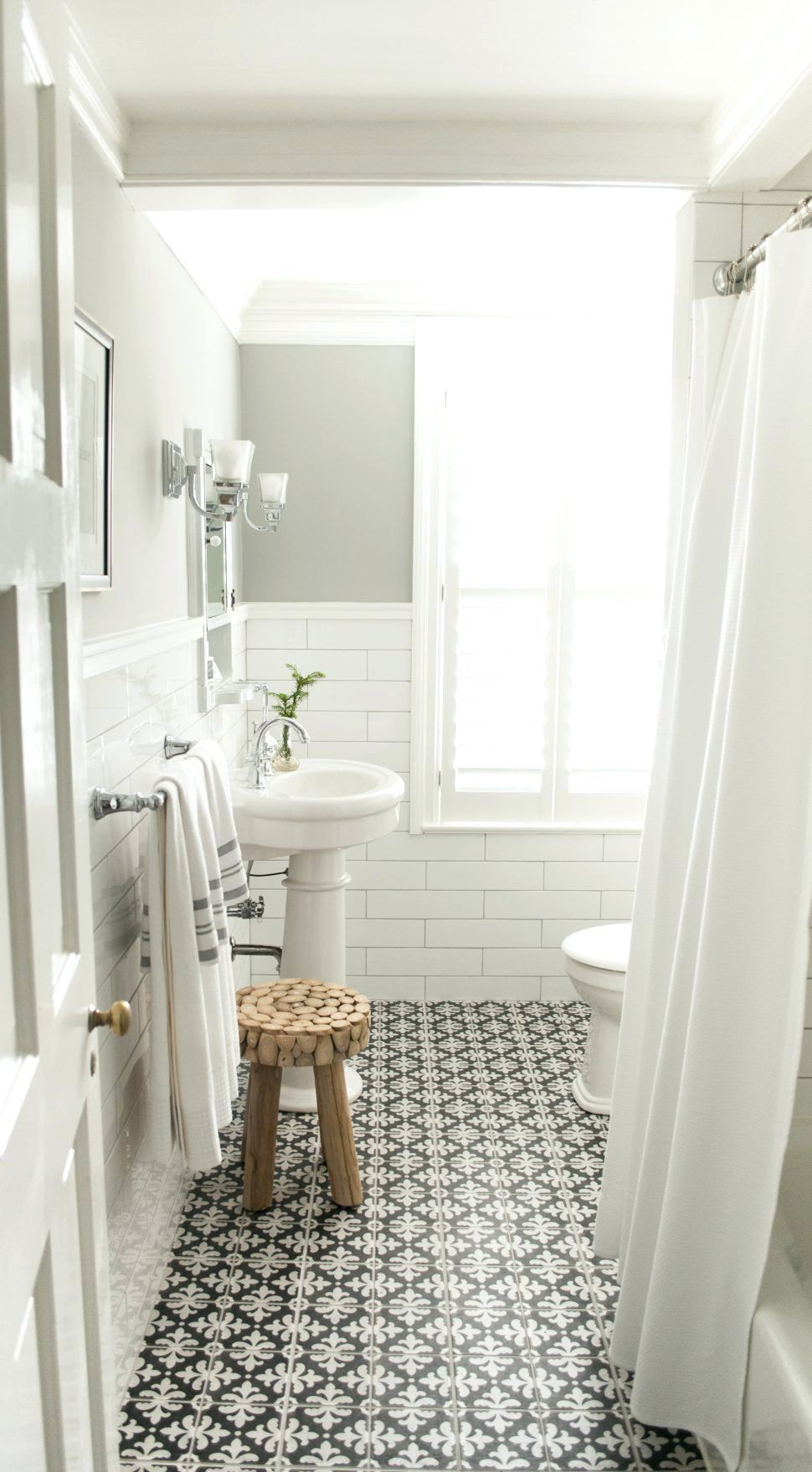 Tiles Grey And White Marble Subway Tile Master Bathroom White Subway Tile Modern Bathroom Bathroom Remodel Master Small Bathroom Remodel Bathroom Design Small