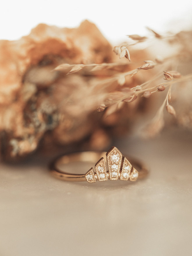 Sarah O Vintage Inspired Diamond Curved Crown Band 14kyg