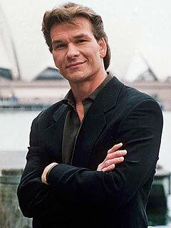 hundreds mourn patrick swayze at memorial in l a men of my dreams pinterest schauspieler. Black Bedroom Furniture Sets. Home Design Ideas