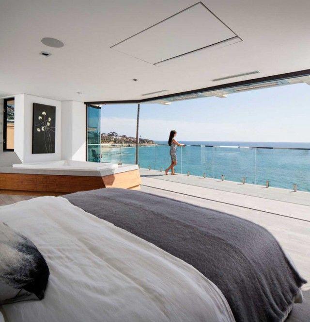 Fenêtre panoramique et intérieur moderne–10 maisons sur falaise ...