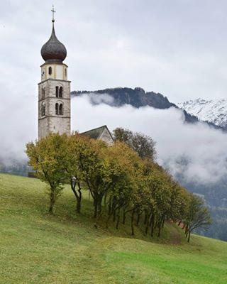 Le due chiesette più famose e fotografate del Trentino una è la chiesa di  San