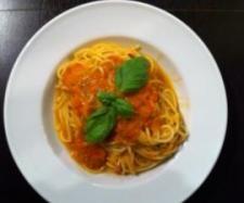Rohe Tomatensoße .... schmeckt nach Sommer..... :-) (Thermomix)