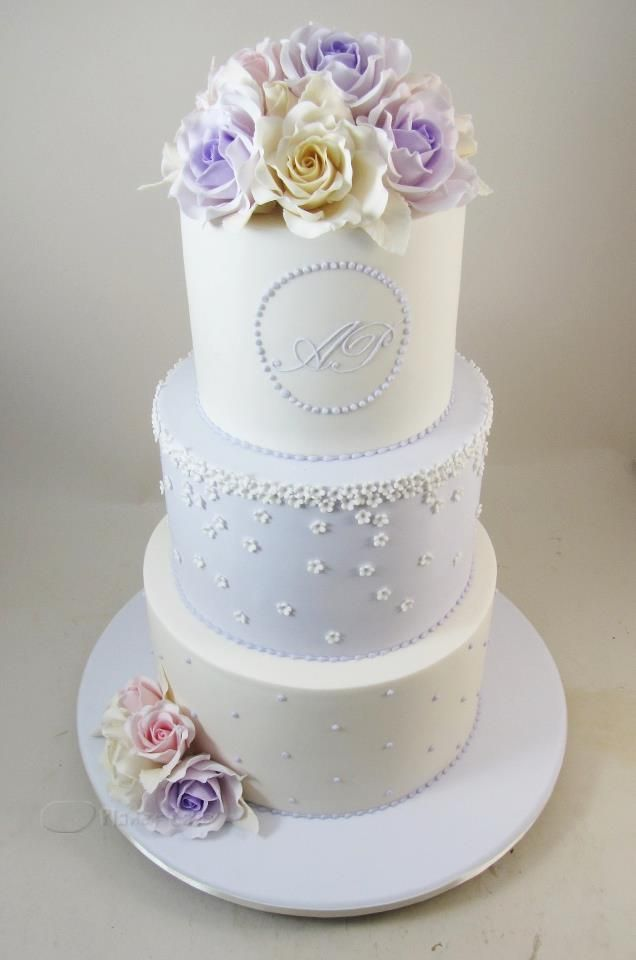 Pretty Country Cottage Wedding Cake