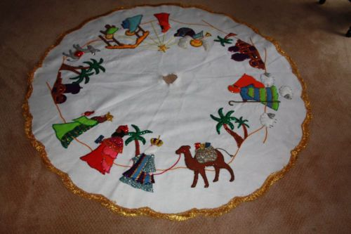 My grandma used to make sequined tree skirts...I might give this a try!