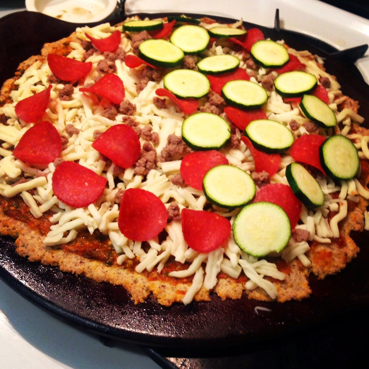 I'm a Mom...What's Your Excuse?: Pizza..Pizza..Pizza! Low carb you say? Yes! Gluten Free? Yes!!!!