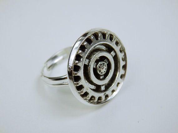 Steampunk Ring mit silberfarbenem Zahnrad von ArtJewelryFun auf Etsy