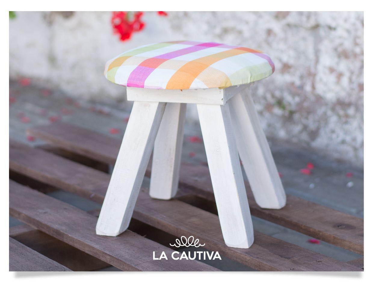 Banquitos pintados y tapizados #Handmade   La Cautiva   Pinterest ...
