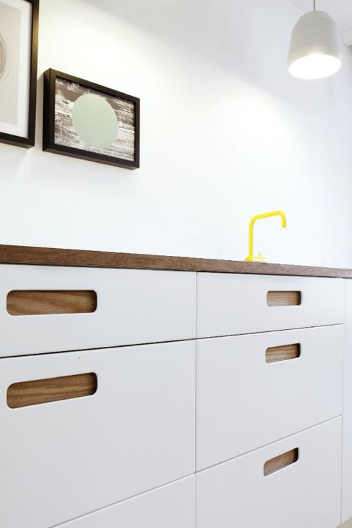basis 02 die ovalen breiten griffe charakterisieren basis 02 symmetrische formen. Black Bedroom Furniture Sets. Home Design Ideas