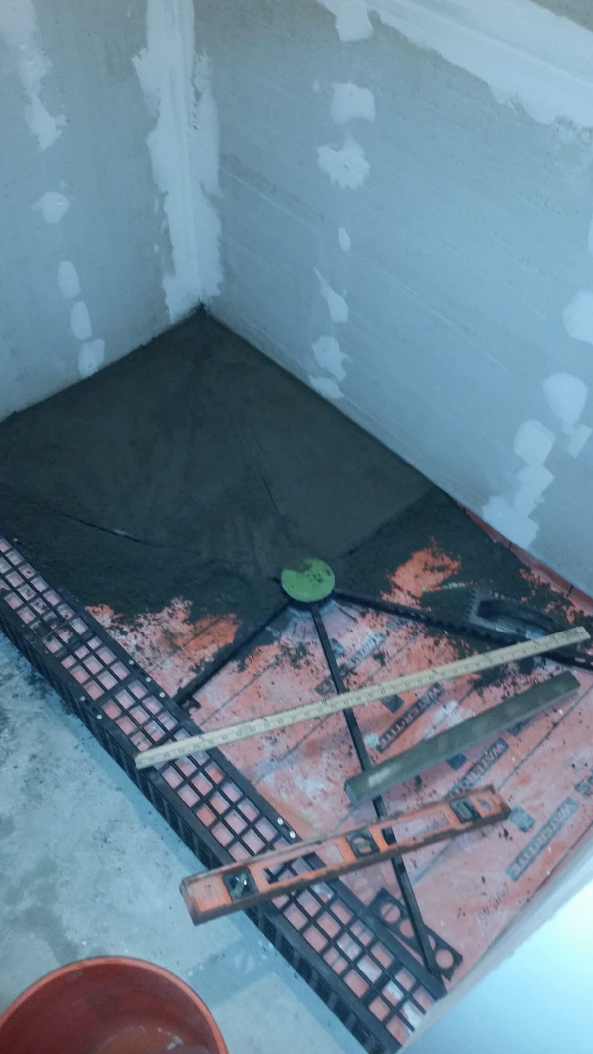 How to build a shower pan yourself. Step by step