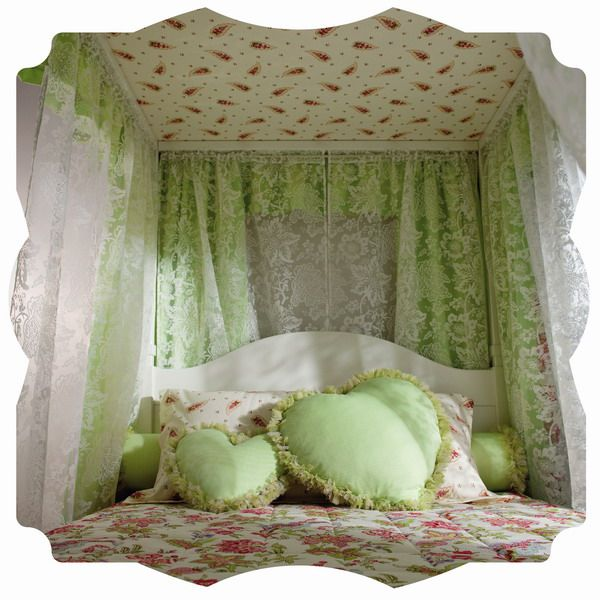 wonderful heart-shaped pillows  http://amazingdecoration.net/category/decoration/page/2/#