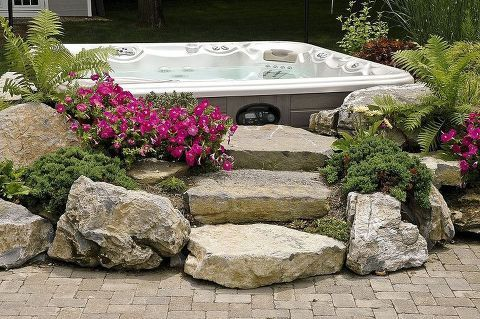 Do you like this built in look for a hot tub surround? #hottubdeck