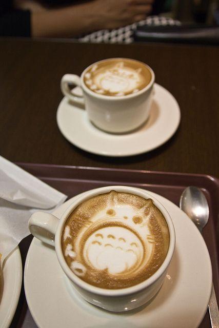 日本人のおやつ W Japanese Sweets トトロカプチーノ Totoro Cappuccino お菓子と一緒にcoffee 紅茶 抹茶 W カプチーノart ラテアート Latte Art ラッテ 面白い食べ物 キュートな料理