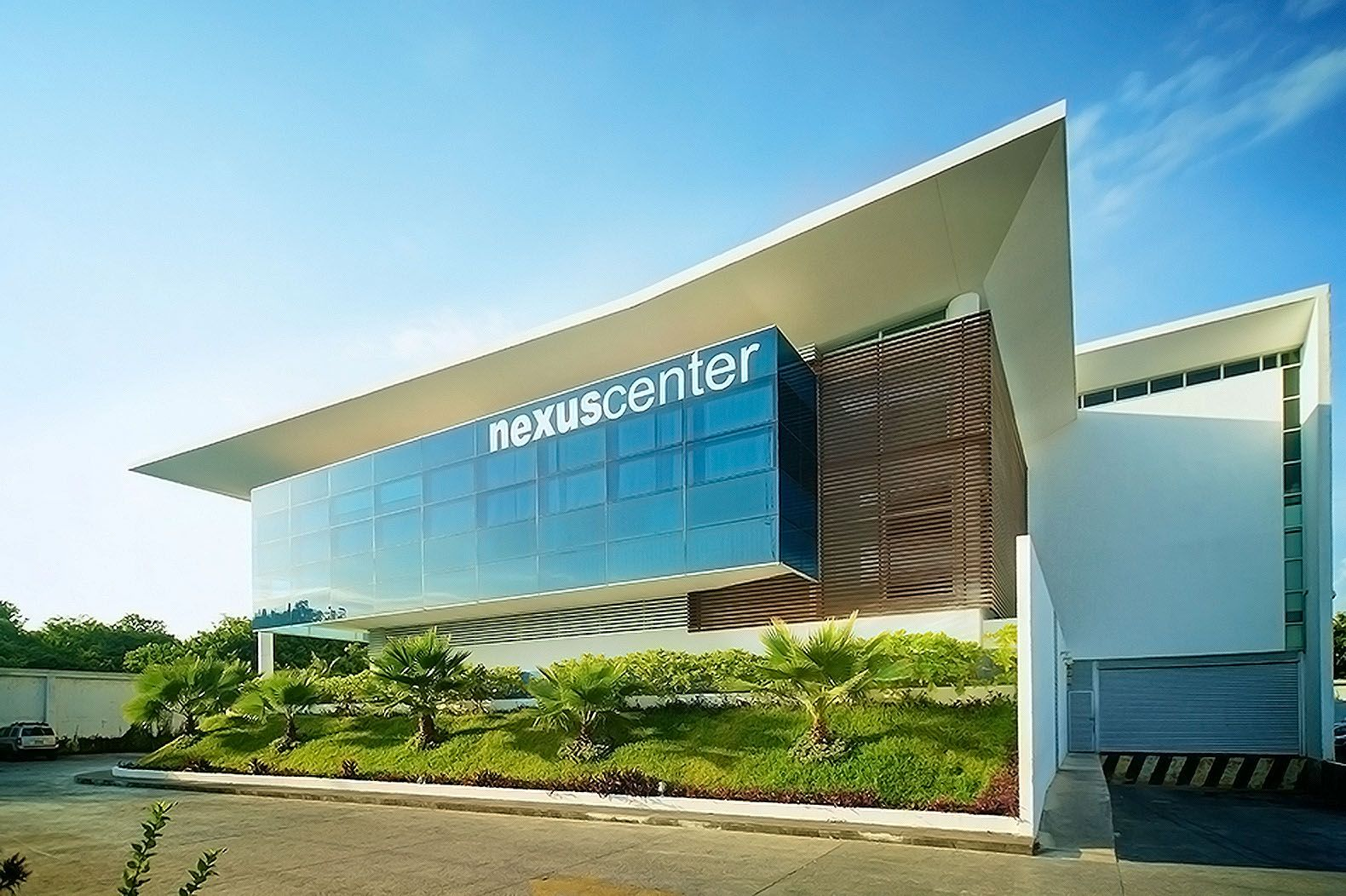 Floating Nexus Center In Mexico Marries Corporate Office Spaces