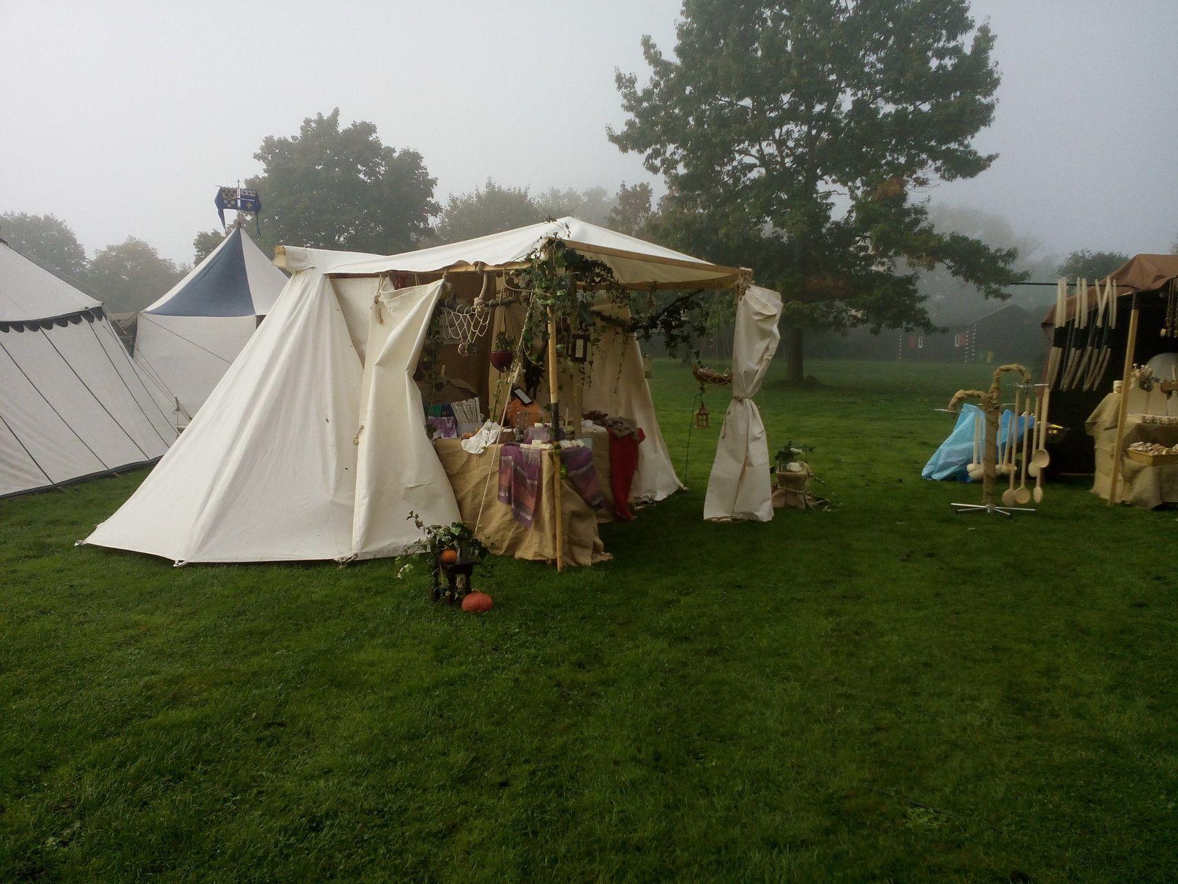 Märchen- und Sagenmarkt Loreley 2014. Das Bild entstand am frühen Morgen, noch lange, bevor die ersten Besucher kamen.