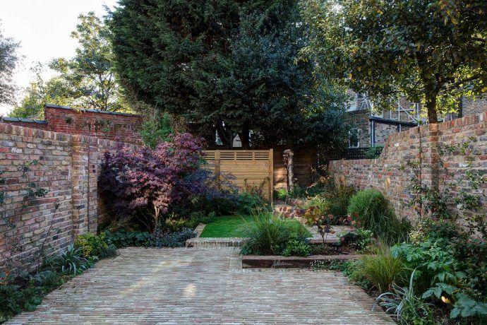 garten rasen #garden #garten ROOMBEEZ Diese Gestaltungstipps lassen deinen kleinen Garten grer wirken Passende Mbel und Pflanzen Stauraum schaffen Gestalten ohne Rasen