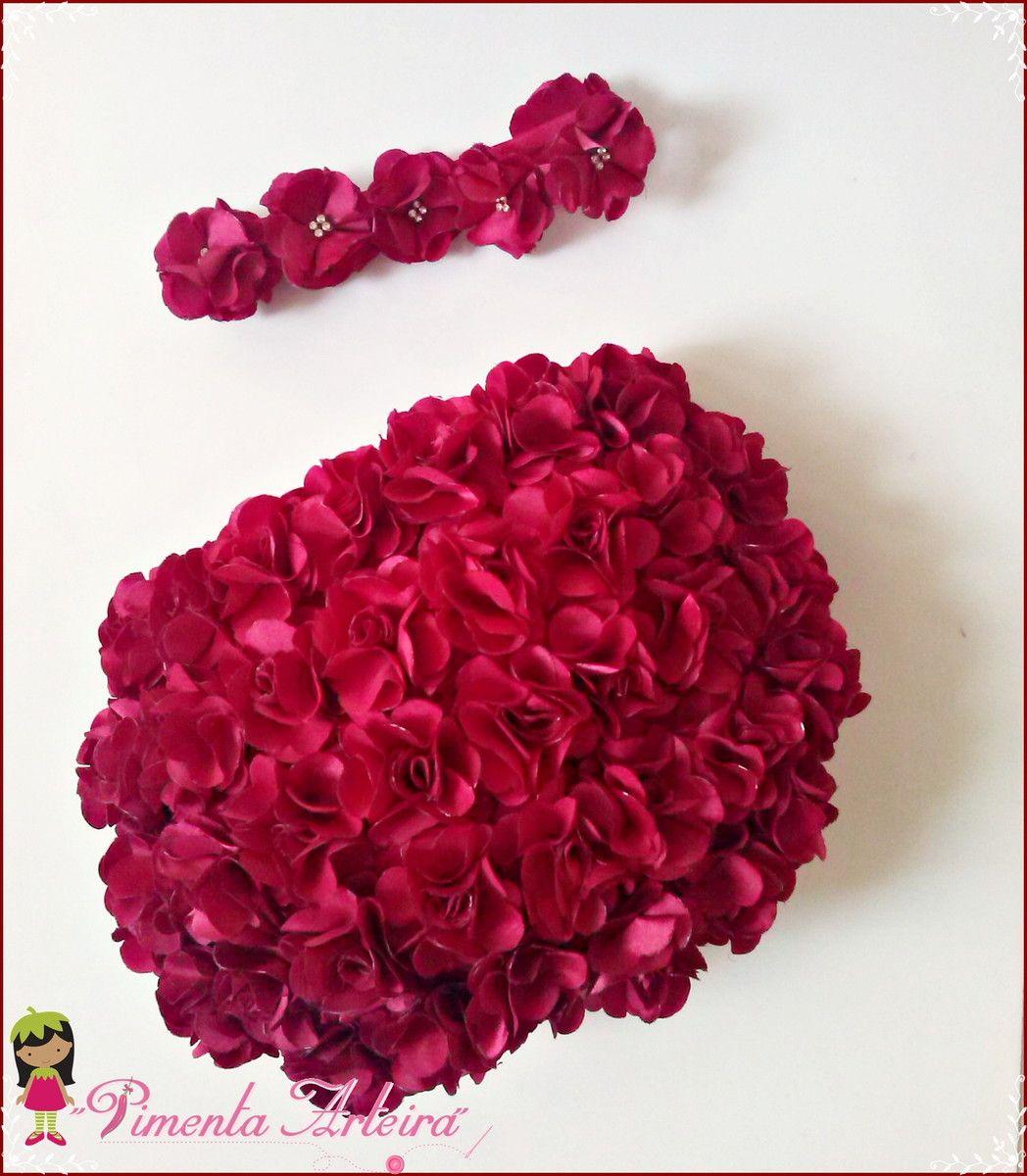 cb502b870 Kit contendo 1 calcinha de cetim decorada com flores e 1 tiara de flores  disponível em