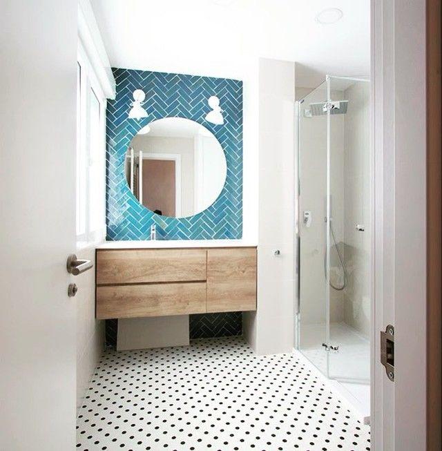 """627 Me gusta, 7 comentarios - Revista Interiores (@interioresmag) en Instagram: """"Puedes tener un baño ordenado sin renunciar a las licencias decorativas más de tendencia. ¿Cómo? En…"""""""