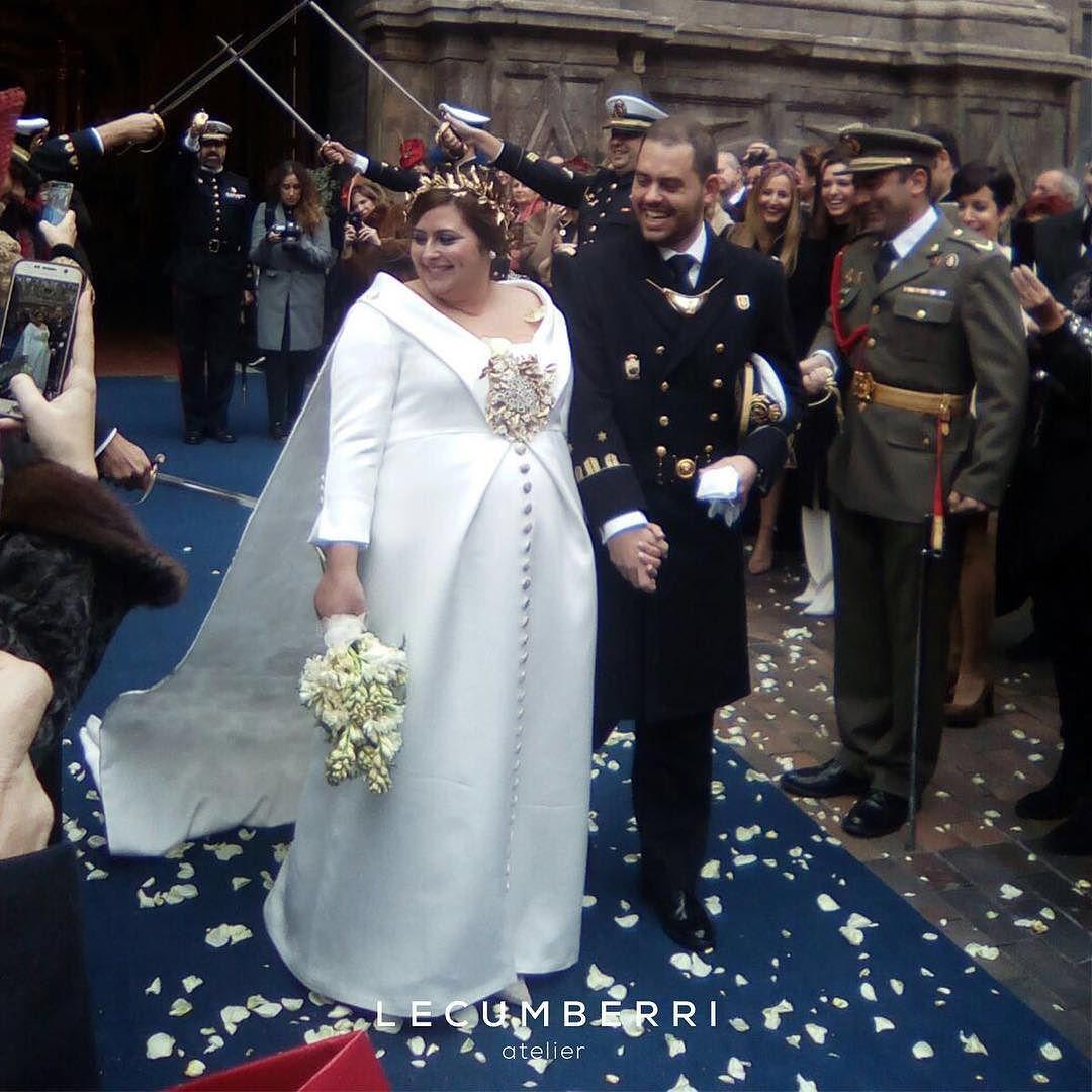 5bb272dd27 Vestidos De Novia · L E C U M B E R R I atelier Felicidades a Eugenia y  Ángel. Eugenia una novia increíble. Personas que dejen
