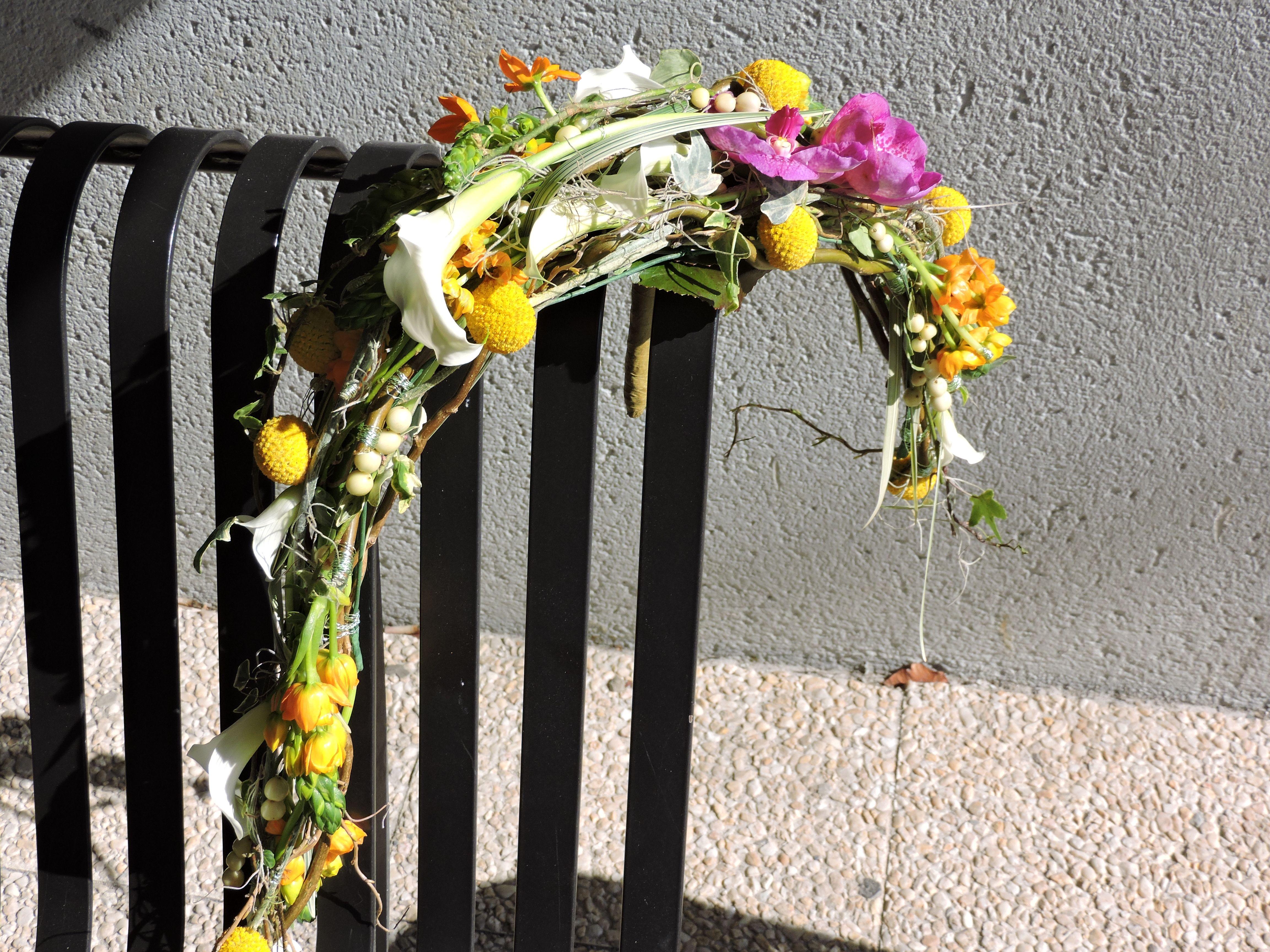 Bouquet de Mariée , style décoratif demi-lune fluide , techniques structure , filetage , collage, 1ere année Bp . Mars 2016 . CFA Blagnac ( France).