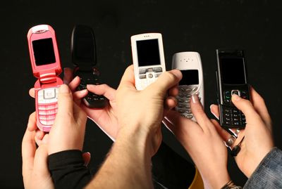 Thursday Troubleshooter: Rampant staff cell phone use, including dentist, concerns staff member - DentistryIQ