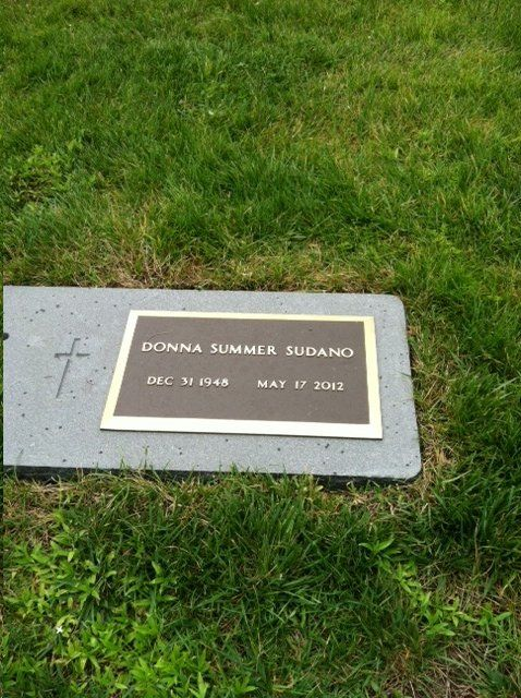 Donna Summer - Singer, songwriter, and painter. She gained ...