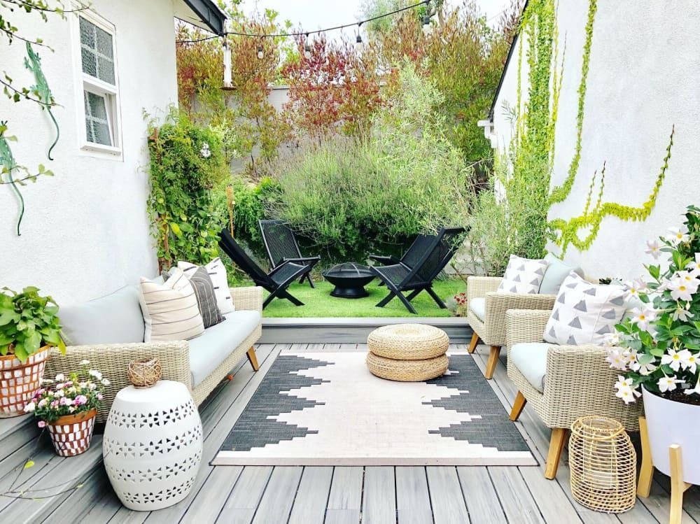 Before & After: How One Renter Upgraded Her Basic Bungalow With Easy DIYs #backpatio