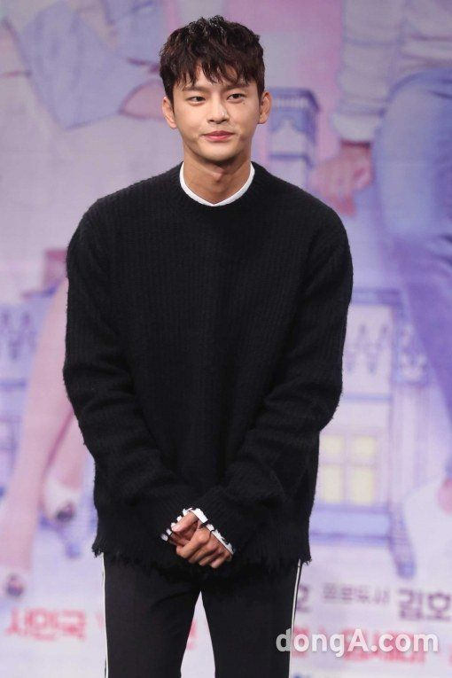 Singer and actor Seo In-guk was at the premiere of the MBC drama 'Shopping King Louis' on the 19th. There were also producer Lee Sang-yeob-I, Nam Ji-hyeon and Lim Se-mi. Seo In-guk said, 'Louis doesn't know anything but shopping. However, he grows up after he meets a woman named Ko Bok-sil who has no memory'.