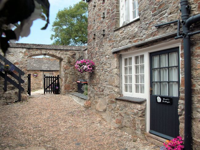 The property is accessed via a cobbled coutyard